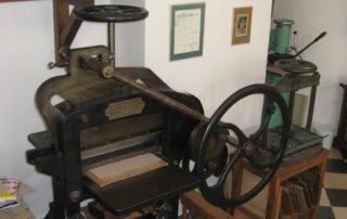 Knihvazačská dílna - knihařská řezačka