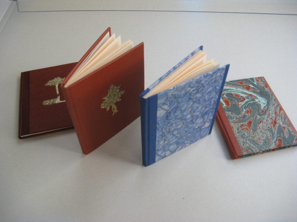 Zápisníky vyrobené v naší knihařské dílně