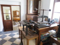 Pohled do knihařské dílny a vchodu do muzea knihařství