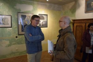 Pavel Piekar (vlevo) s návštěvníkem
