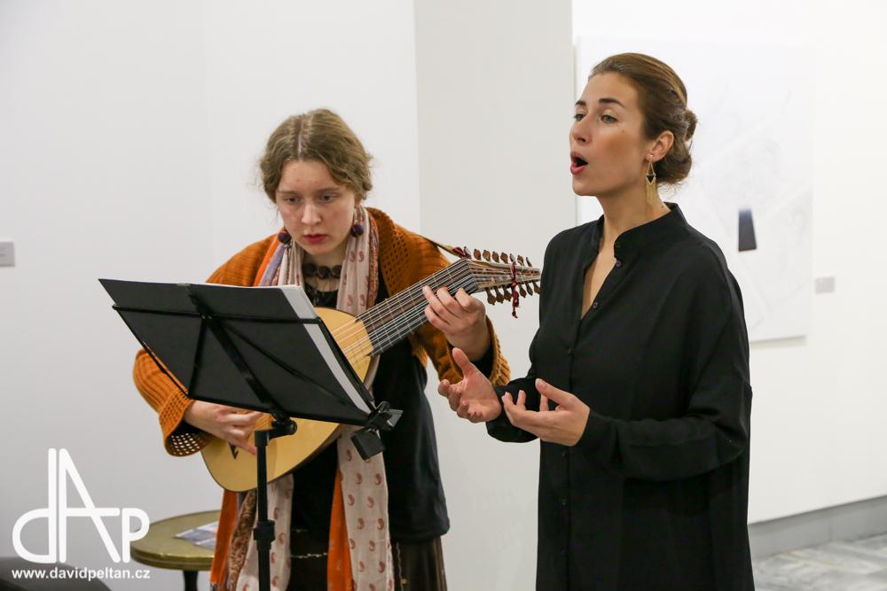 Zazpívá Michaela Syrová a na theorbu zahraje Barbora Hulcová